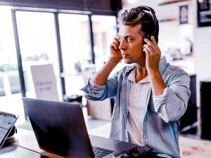 Via une enquête téléphonique, une firme peut connaître le ressenti des clients et grâce aux données récoltées, elle pourra améliorer sa stratégie marketing.